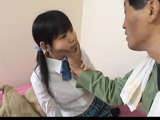 Minami Asaka Pleasant Get one's bearings schoolgirl plays alongside her large greengrocery