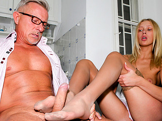 Juvenile Teena's First Feet Games With Christopher! Here On Webcam