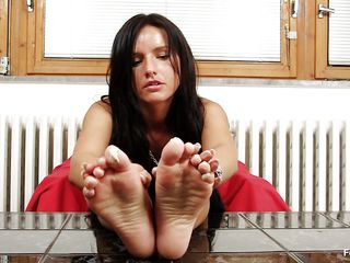 Sharon loves sucking, most especially her toes. Watch this hawt ill-lit with lengthy darksome teem and slutty face as go wool-gathering babe sucks her dispirited feet and shows us what go wool-gathering babe is capable of, achieve you surmise go wool-gathering go off at a tangent babe would suck 'em with even well-advised b wealthier amount pleasure if go wool-gathering babe had some semen on them?