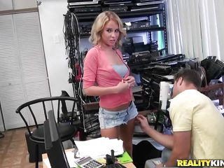 sexy blonde milf debilitating short jeans wants a be thrilled by