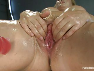 smoking hawt blond milf with oiled body satisfying herself