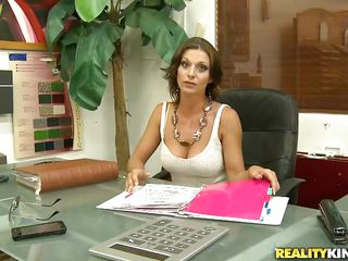 brunette milf got seduced into a fine fuck