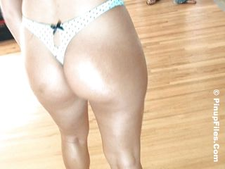 milf thither hot body oiling herself