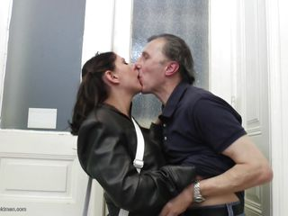 Watch this 22 years old brunette babe, Julia C dating this old guy. They were in a restaurant and they're heading home. As soon as they reached the corridor, they started kissing and making out wildly. With doing that, they acquire in the room and the babe pulled down his pants and begins giving him a blowjob!