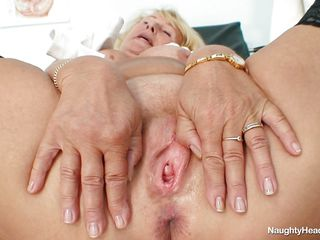 granny comme �a trouble oneself with big boobs masturbating at one's disposal workplace