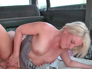 Experienced milf tries out voyeuristic sex
