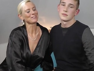Milf fucks a realy nether old crumpet
