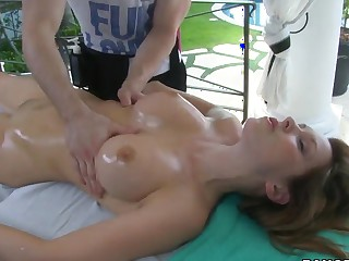 Courtney Cummz has her eroded pussy massaged