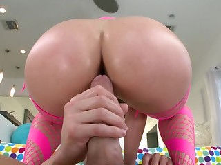 A aberrant protest with a chubby ass is fissure up her wet pussy and her tush
