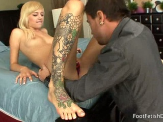 Tattooed hot golden-haired gets toes sucked as emma mae sucks pecker