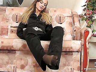Diana exposing her hylon feet