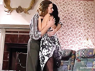 Laura&Mike videotaped at near the time that pantyhosing