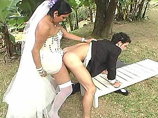 Singsong sexually excited shemale bride