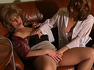 Penny&Alice lesbo aged action