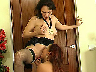 Lillian&Klaris pussylicking older on risk