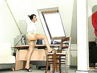 Hawt sec in barely visible nylons tempting her boss to take a shlong break