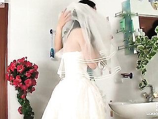 Dishy bride getting to lesbo munches and slits play with a horny bridesmaid