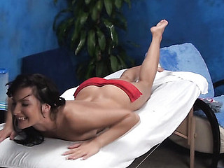 Brunette Hair hotty feels 10-Pounder entering cunt after getting massage