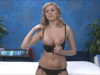 Kodi flashes her muff and knockers