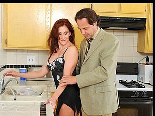 Housewife with a taut body gives her spouse top notch head