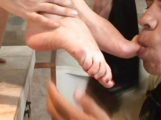 Bizarre Brandi Lyons has her sexy feet licked