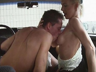 Mature german ho engages in some car sex with a young stud