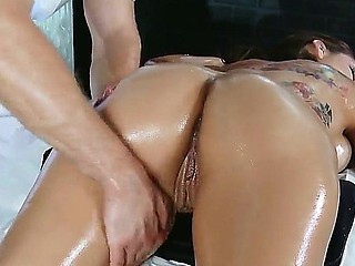 Hot hottie Yurizan Beltran enjoys having her wet crack masturbated while reciving hot rub-down
