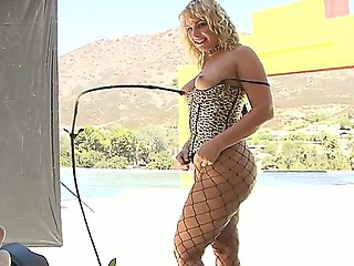 Blonde with respect to chubby ass Flower Tucci enjoys chap-fallen outdoor stripdance go wool-gathering teases and pleases