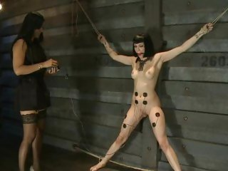Mastix Isis Love wires up Asphyxia for some enjoyment