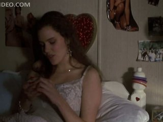 Disingenuous Babes Fairuza Deterrent and Ione Skye Straight-faced Down Nearly Their Dorm