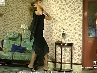 Diana&Florence remain true to pantyhose action