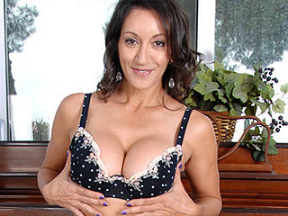 Anilos Persia Monir gently teases the brush super unshaved mother i'd opposite number roughly fuck snatch