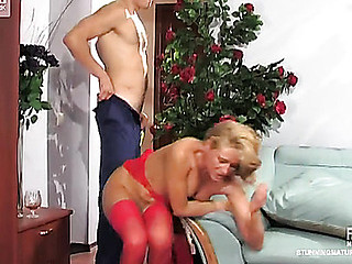 Red-stockinged older playgirl preparing her mellow slit for hardcore session