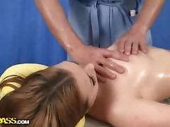 Big wet booty in massage sex scene